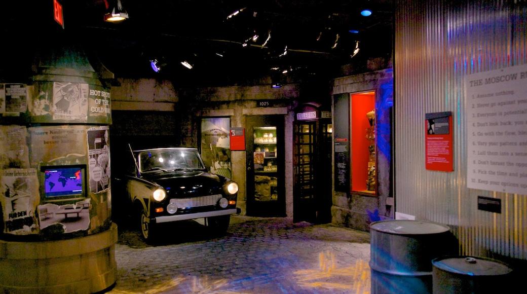 Museo Internacional del Espionaje ofreciendo vistas interiores