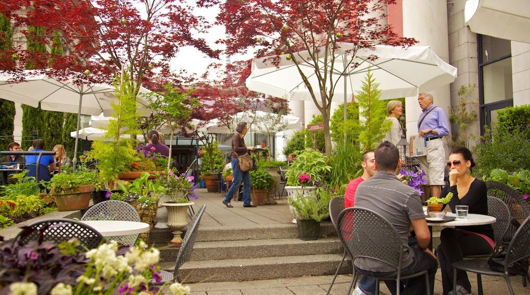 Robson Street que incluye una ciudad, imágenes de calles y comidas al aire libre