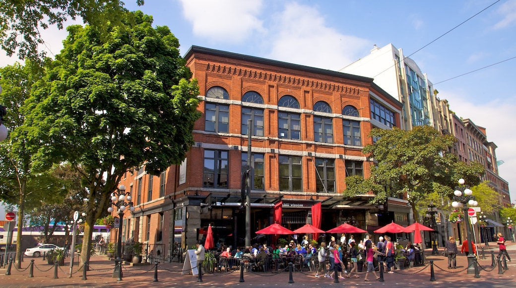 Gastown showing a city, street scenes and outdoor eating