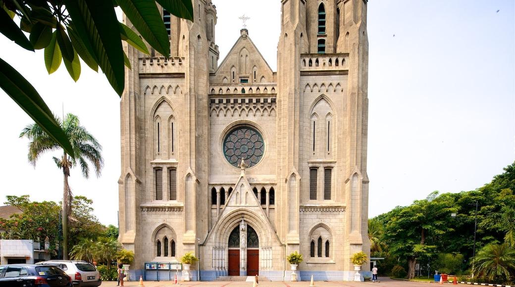 雅加達大教堂 呈现出 歷史建築 和 教堂或大教堂