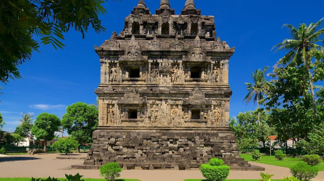 Đền Candi Sari trong đó bao gồm công viên và kiến trúc di sản