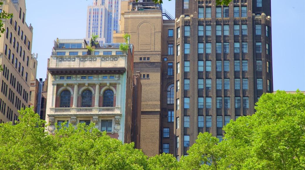 Bryant Park mostrando oggetti d\'epoca, città e grattacielo