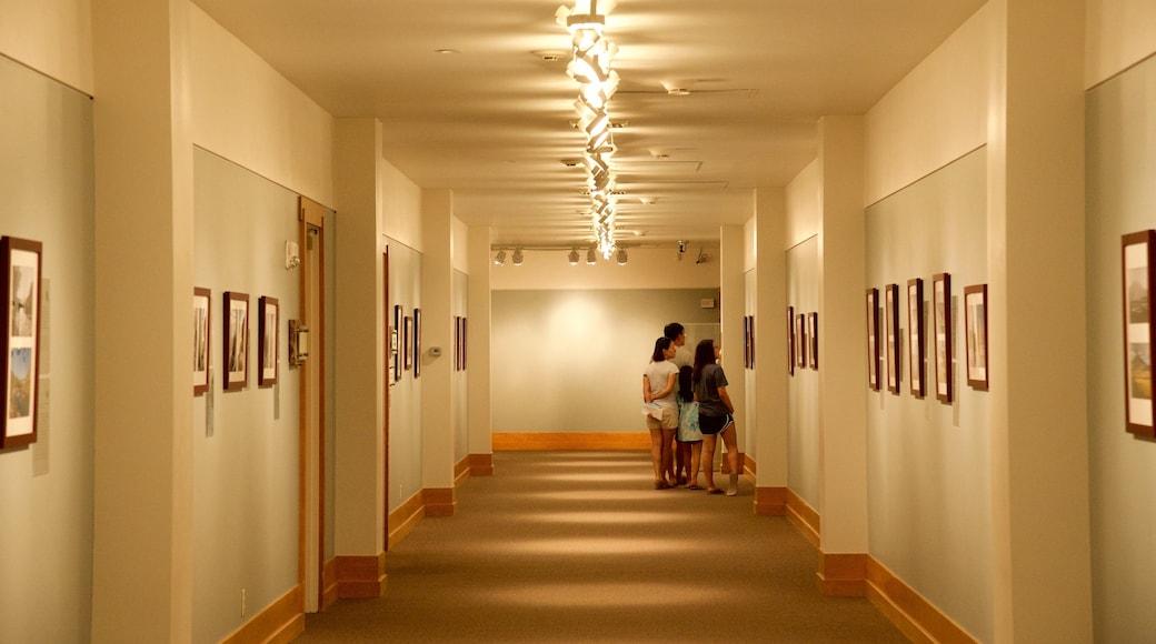 國家野生動物藝術博物館 设有 藝術 和 內部景觀 以及 一個家庭
