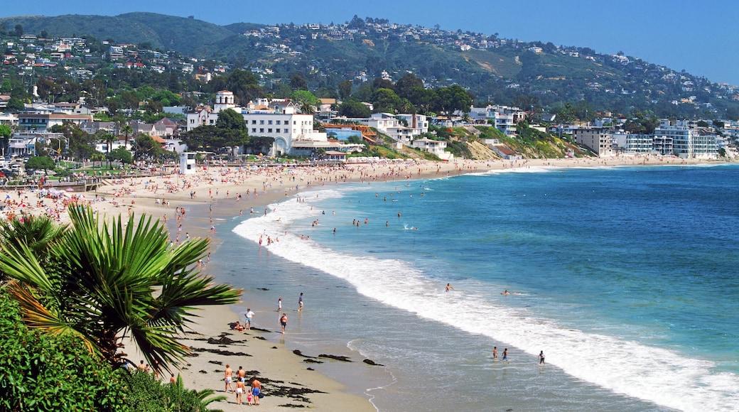 Laguna Beach welches beinhaltet Küstenort, allgemeine Küstenansicht und Sandstrand