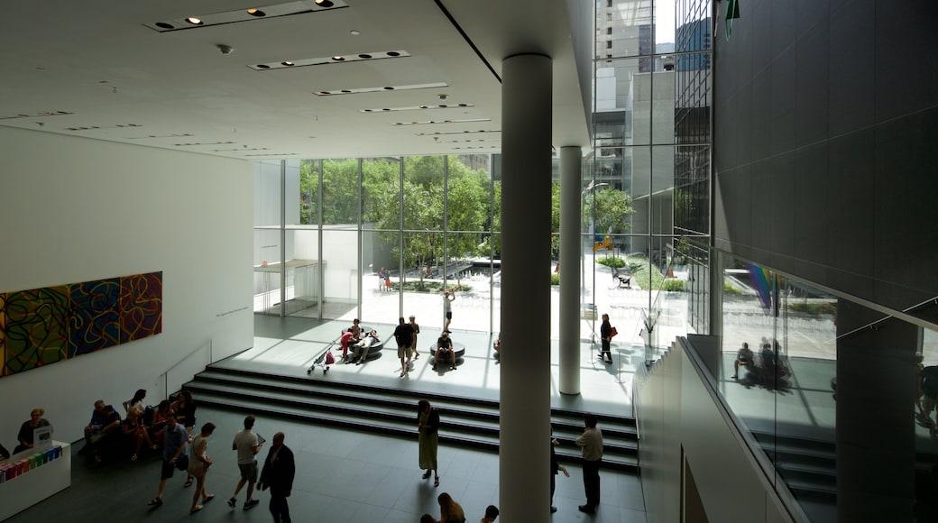 현대 미술관 을 보여주는 실내 전경 뿐만 아니라 소규모 사람들