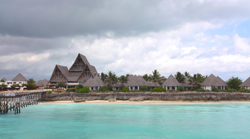 Plage de Nungwi qui includes scènes tropicales, images d\'île et hôtel ou complexe de luxe