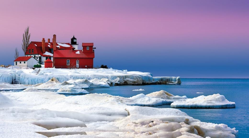 特拉佛斯城 呈现出 綜覽海岸風景, 下雪 和 燈塔