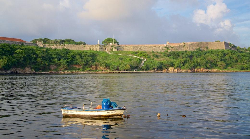 Kuba das einen Geschichtliches, allgemeine Küstenansicht und Burg