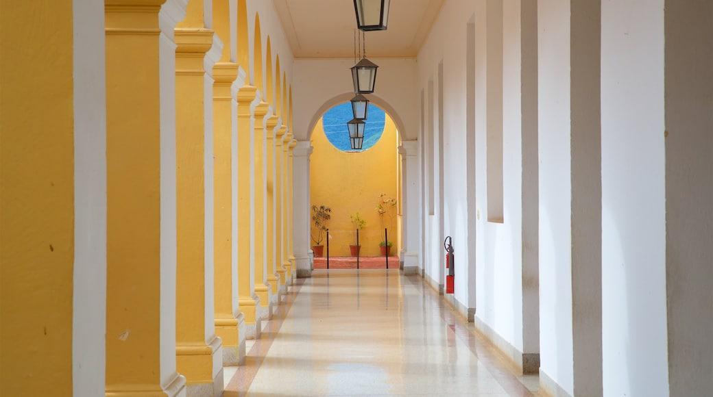Trinidad qui includes patrimoine historique et vues intérieures
