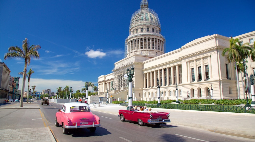 Havana which includes heritage architecture