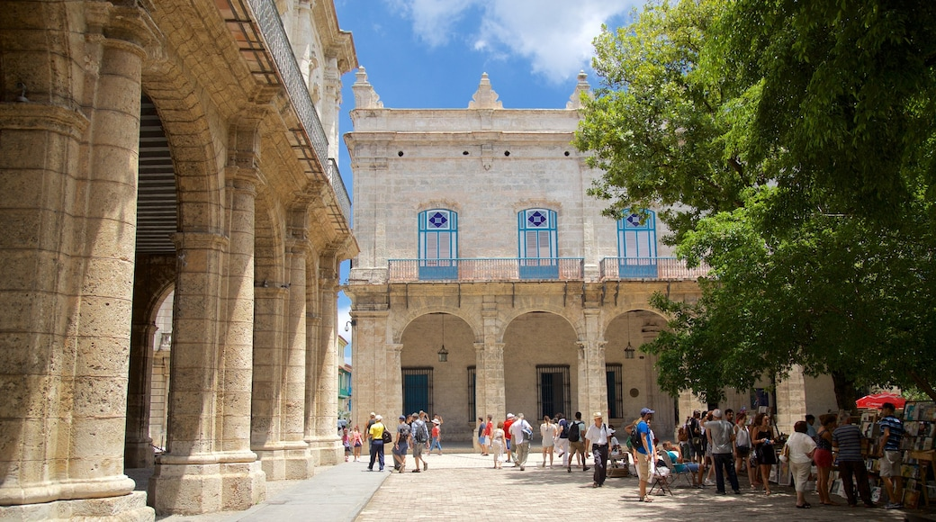 Plaza de Armas mit einem Geschichtliches