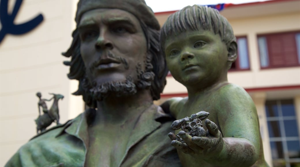 Santa Clara featuring a statue or sculpture