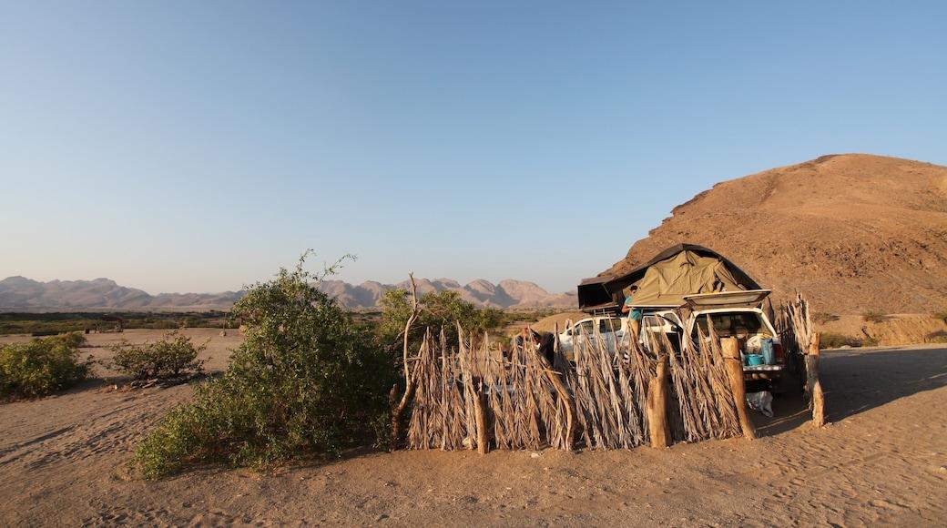 Namibia das einen ruhige Szenerie und Wüstenblick