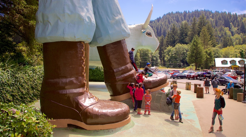 Redwood National and State Parks showing outdoor art as well as a family