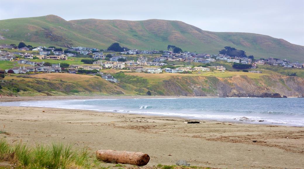 Strand von Doran das einen Kleinstadt oder Dorf, Strand und ruhige Szenerie