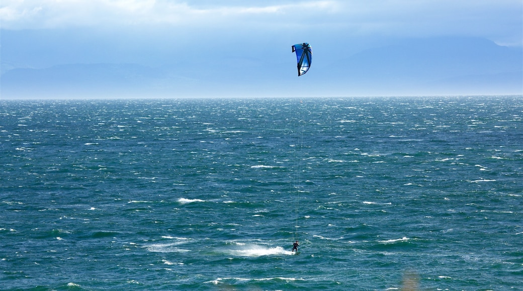 Beacon Hill Park showing general coastal views and kite surfing