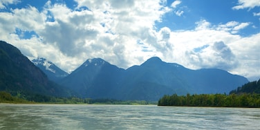 Chilliwack which includes a lake or waterhole and mountains