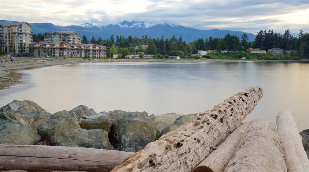 Parksville Beach showing a small town or village and a lake or waterhole