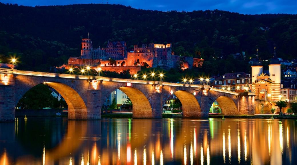 Pont Karl Theodor qui includes pont, rivière ou ruisseau et ville