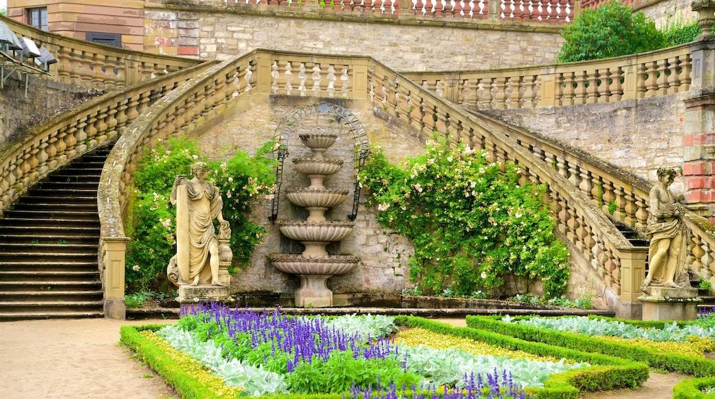 Marienberg-fästningen presenterar en trädgård, blommor och historiska element