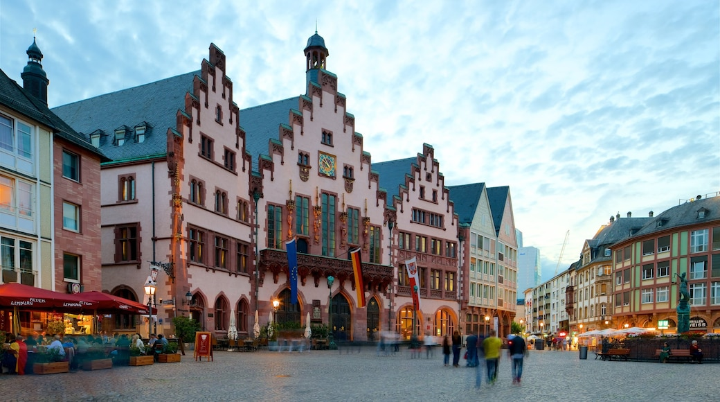 Römer mettant en vedette coucher de soleil, patrimoine historique et square ou place