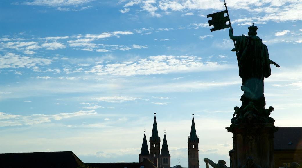 Würzburg som inkluderar en staty eller skulptur och skyline