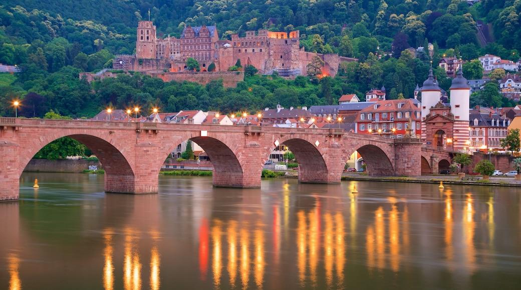 Karl-Theodor-Brücke das einen Geschichtliches, Stadt und Fluss oder Bach