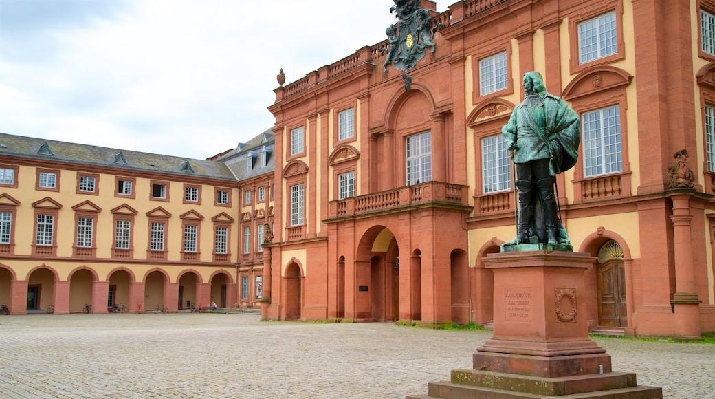 Mannheimer Schloss welches beinhaltet Statue oder Skulptur, Platz oder Plaza und Geschichtliches