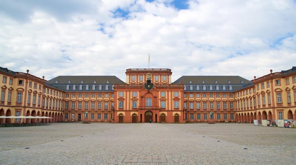 Mannheim Palace qui includes square ou place et patrimoine architectural