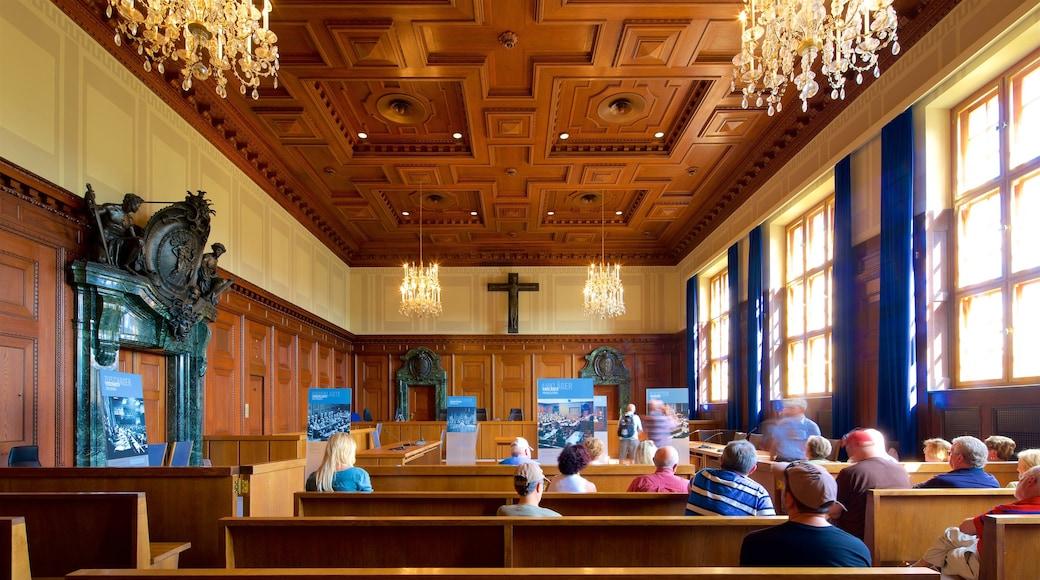 Paleis van justitie van Nuremberg bevat interieur en een kerk of kathedraal