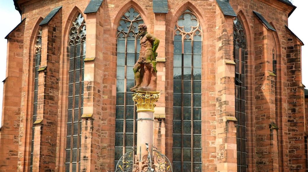 Heiliggeistkirche mit einem Statue oder Skulptur und Geschichtliches