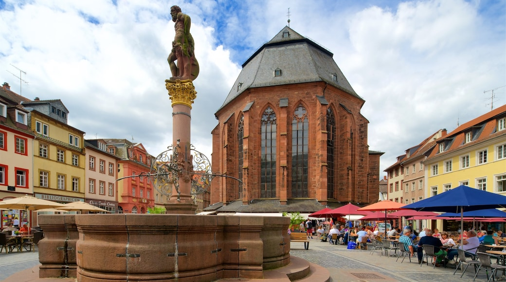 Heiliggeistkirche welches beinhaltet Geschichtliches, Springbrunnen und Platz oder Plaza
