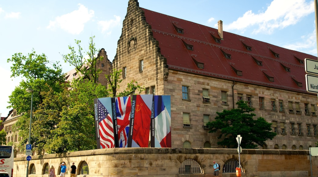 Paleis van justitie van Nuremberg bevat bewegwijzering en historisch erfgoed
