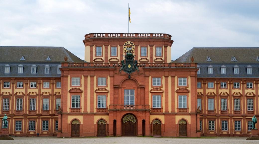 Mannheimer Schloss mit einem Geschichtliches