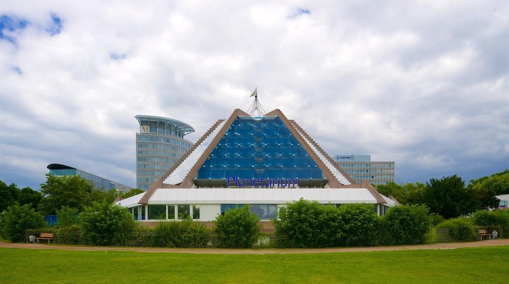 Planetarium Mannheim welches beinhaltet Garten