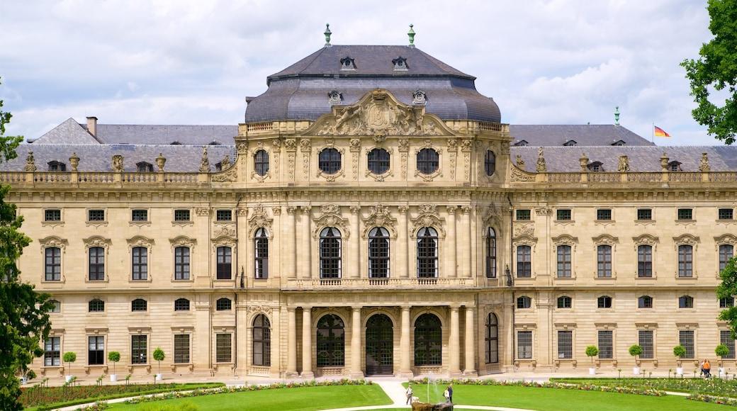 Würzburger Residenz welches beinhaltet historische Architektur und Garten