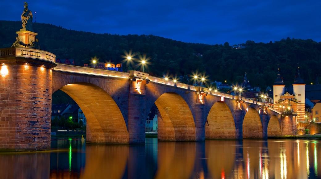 Karl-Theodor-Brücke welches beinhaltet Brücke, Fluss oder Bach und Geschichtliches