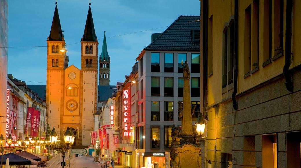 Würzburger Dom som visar en kyrka eller katedral, nattliv och historisk arkitektur