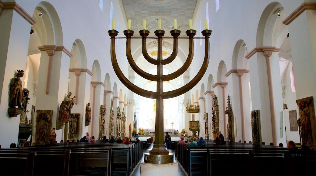 Würzburger Dom presenterar historiska element, en kyrka eller katedral och interiörer