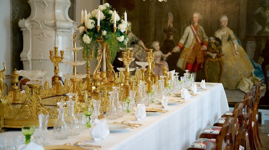 Hofburg welches beinhaltet Geschichtliches, Innenansichten und Restaurants und Lokale