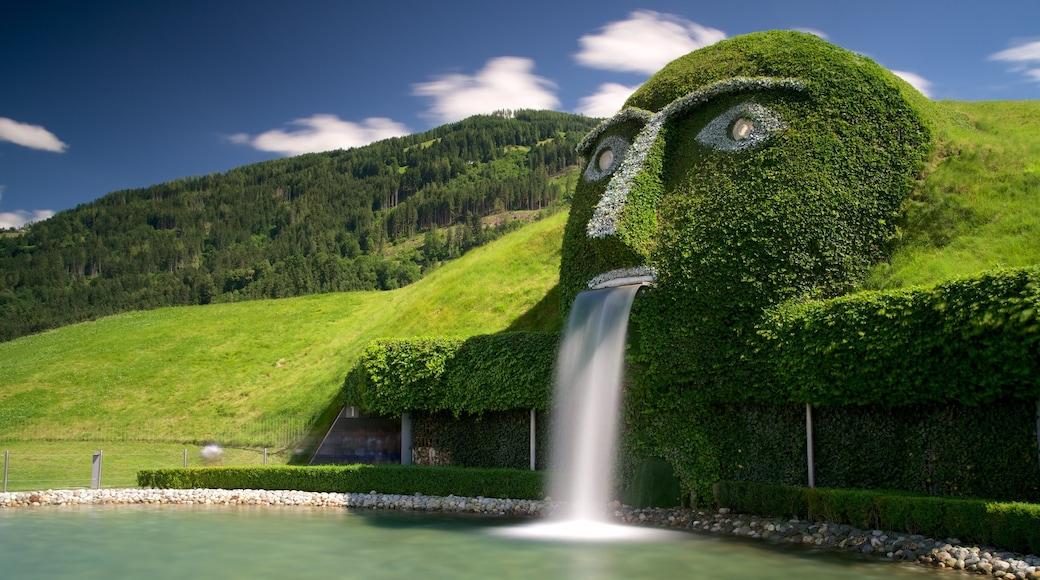Swarowski Kristallwelten welches beinhaltet ruhige Szenerie und Springbrunnen