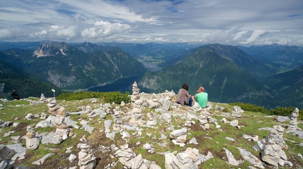Oberösterreich mit einem ruhige Szenerie sowie Paar