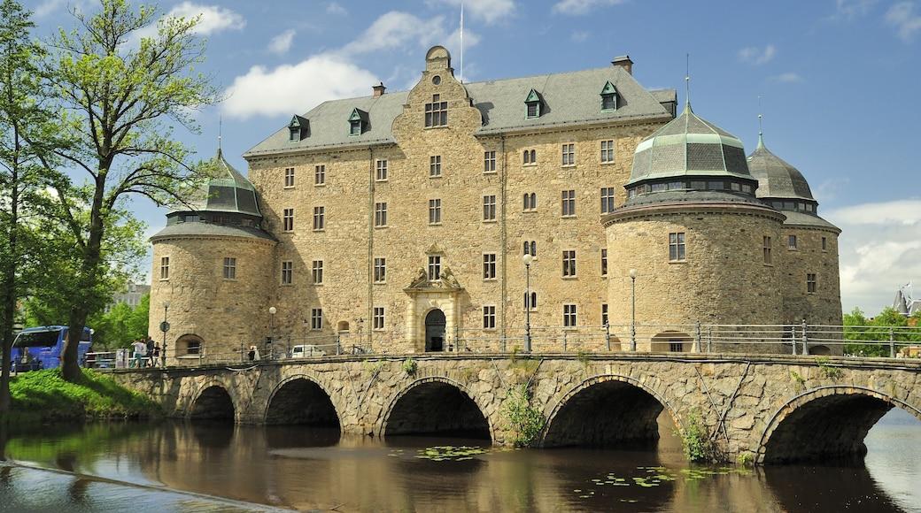 Örebro joka esittää järvi tai vesikuoppa, perintökohteet ja silta