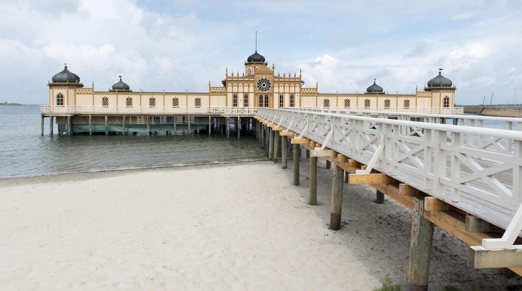 Varberg som inkluderar en strand