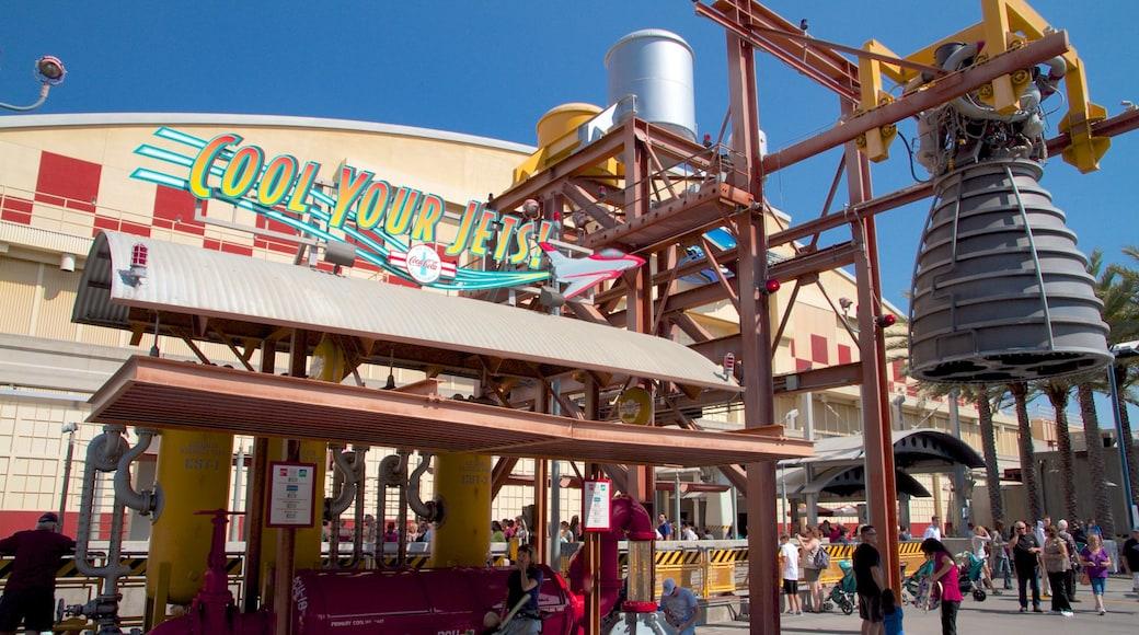 Parc Disney California Adventure® mettant en vedette signalisation et balades
