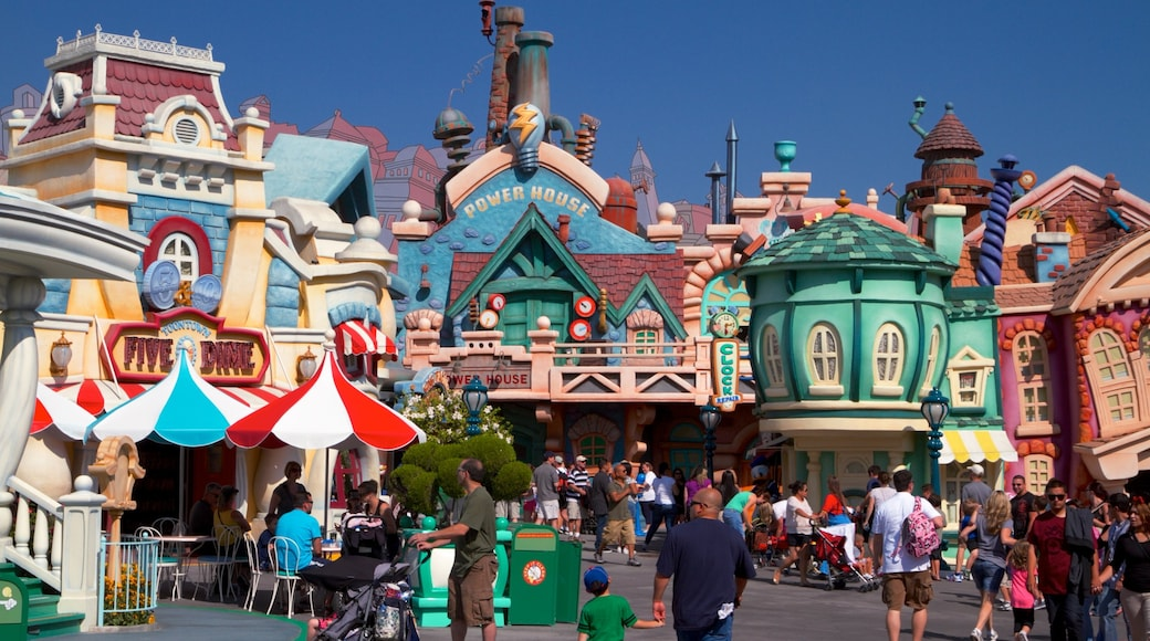 Disneyland® Park showing street scenes, rides and a city