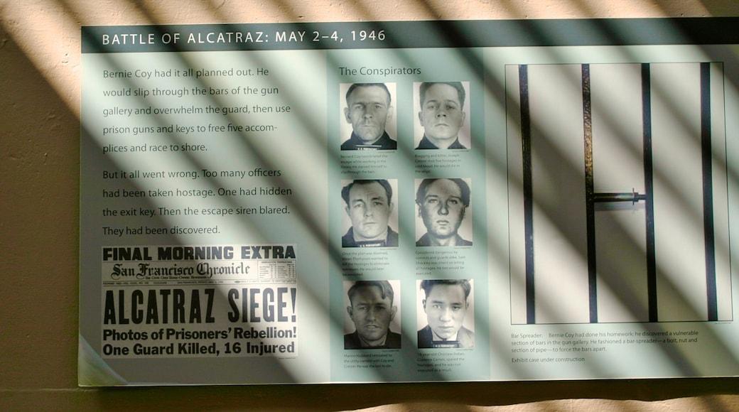 Alcatraz welches beinhaltet Beschilderung