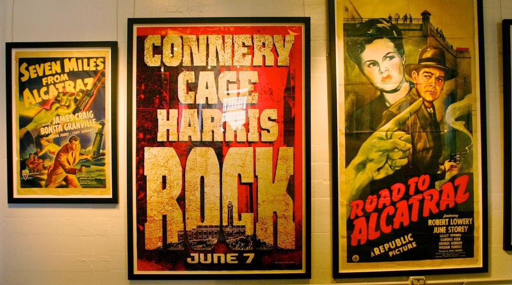 Alcatraz mit einem Beschilderung und Kunst