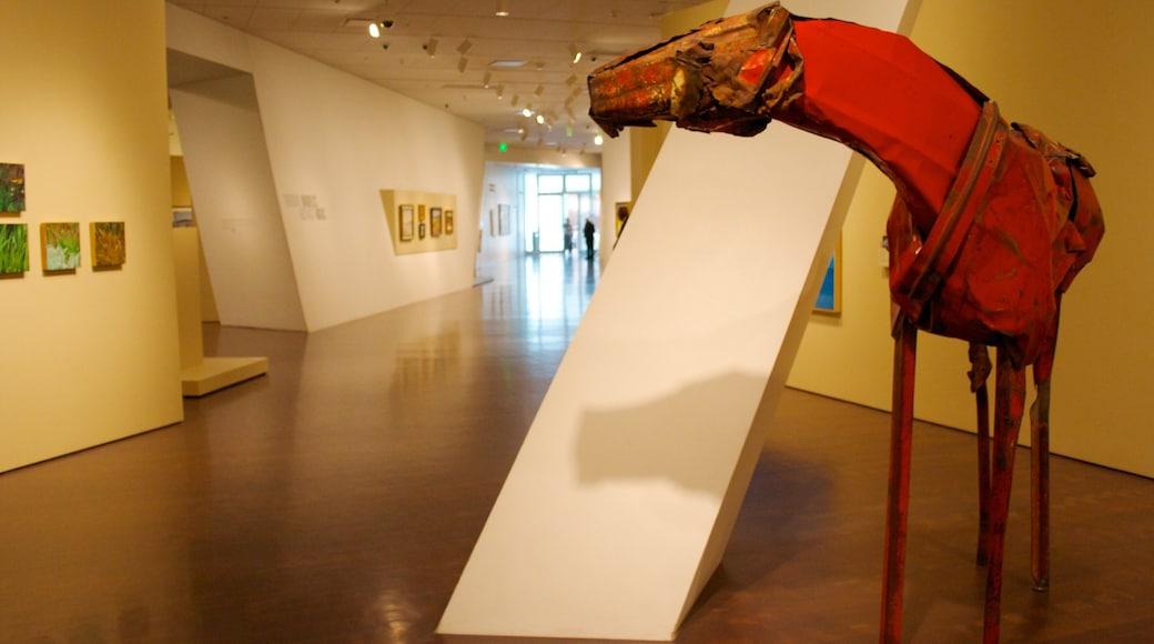 Museo de Arte de Denver mostrando arte y vistas interiores