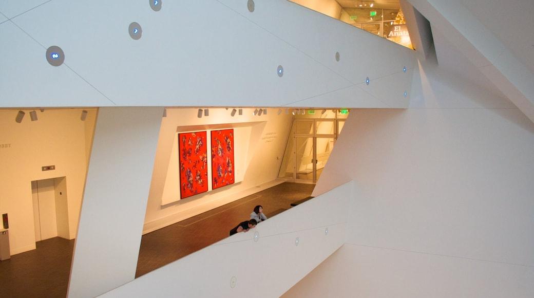 Museo de Arte de Denver ofreciendo vistas interiores y arte